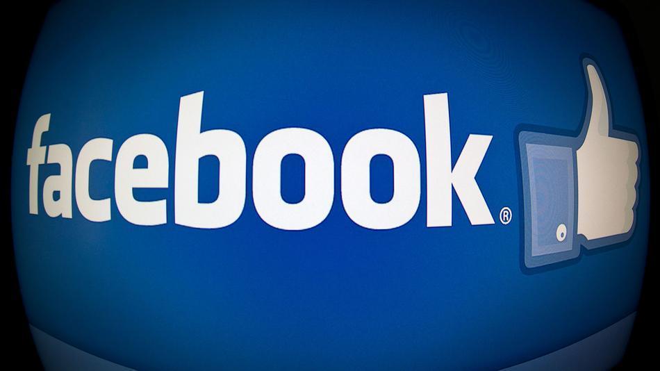 Как загрузить на фейсбук фотографии?