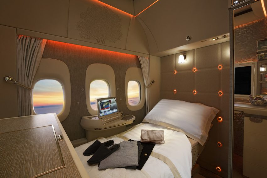 Авиакомпания Emirates VR-иллюминатор фото 3