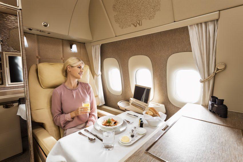Авиакомпания Emirates VR-иллюминатор фото 1