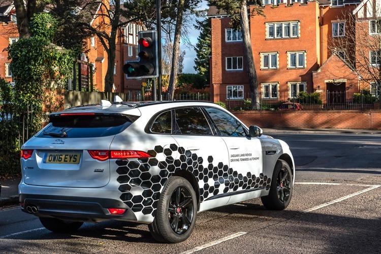 Jaguar Land Rover фото 2
