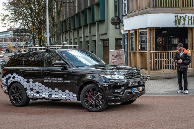Jaguar Land Rover фото 3
