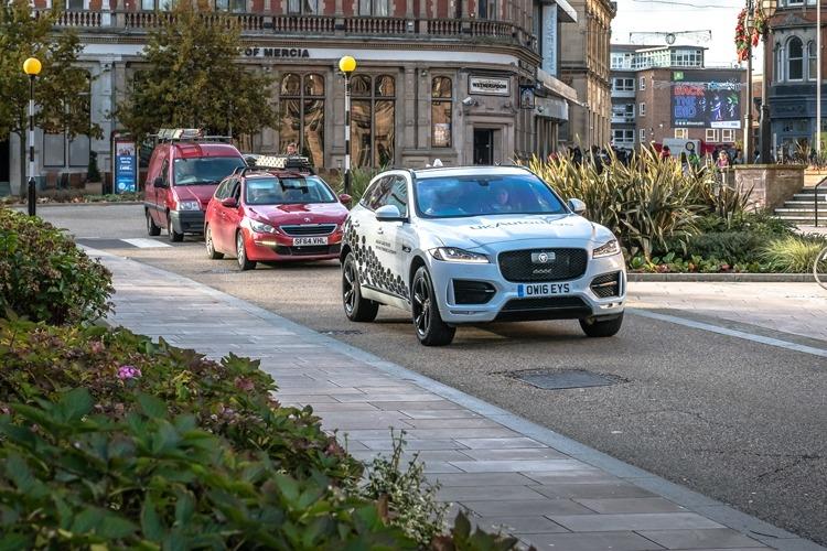 Jaguar Land Rover фото 1