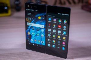 В европейских торговых сетях вскоре появится первый складной смартфон