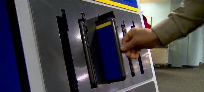Автомат по выдаче ноутбуков фото 3