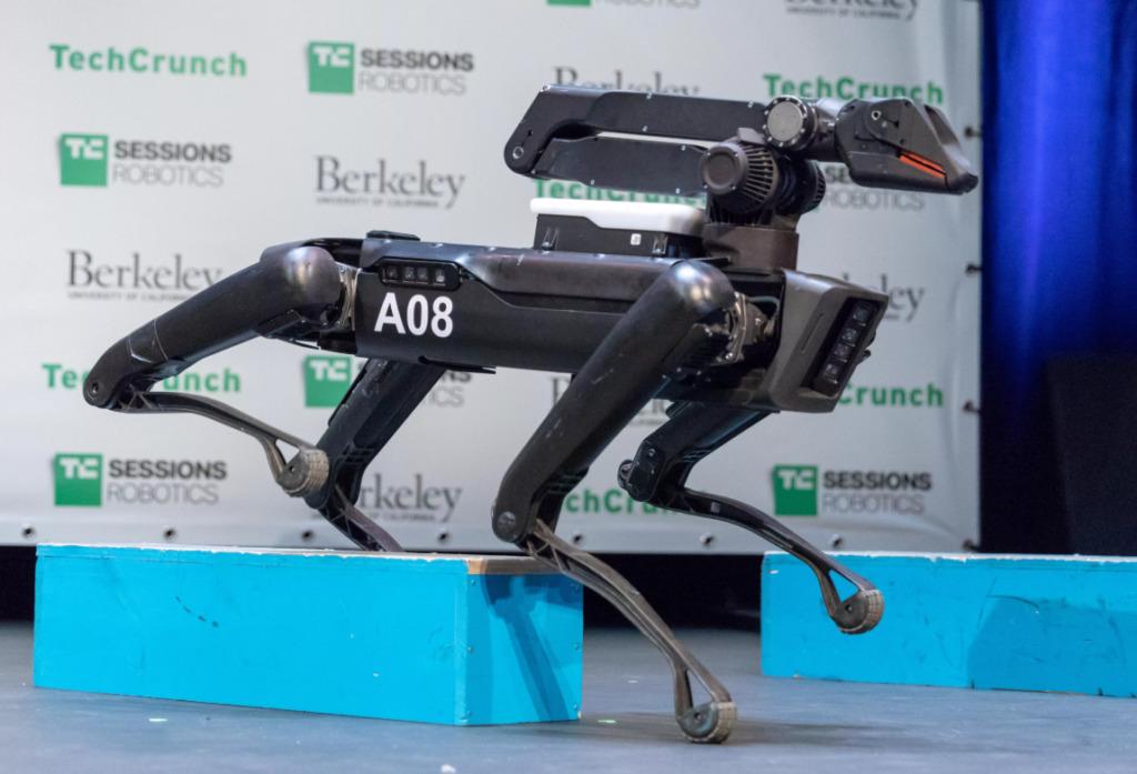 Boston Dynamics робот-пес SpotMini
