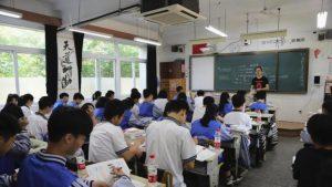 За учебой китайских школьников будут следить видеокамеры с ИИ