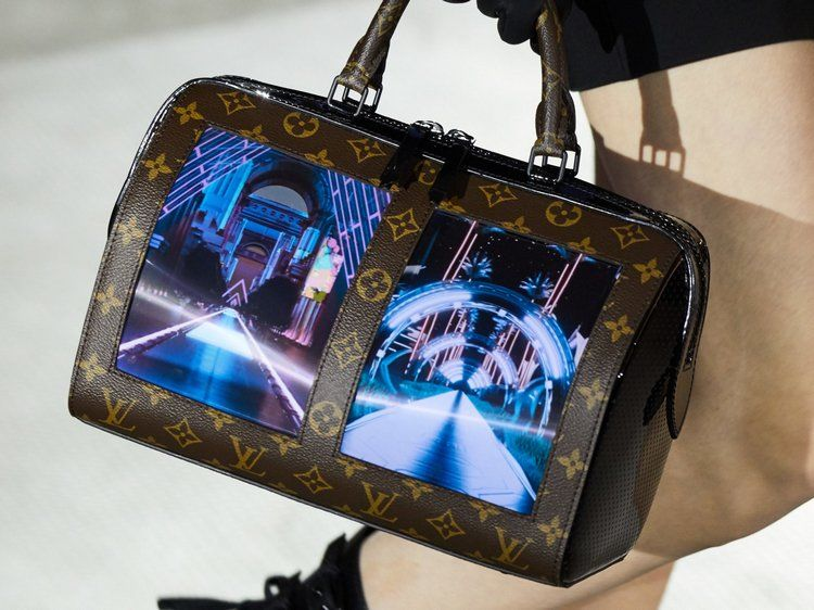 Louis Vuitton сумка с дисплеем