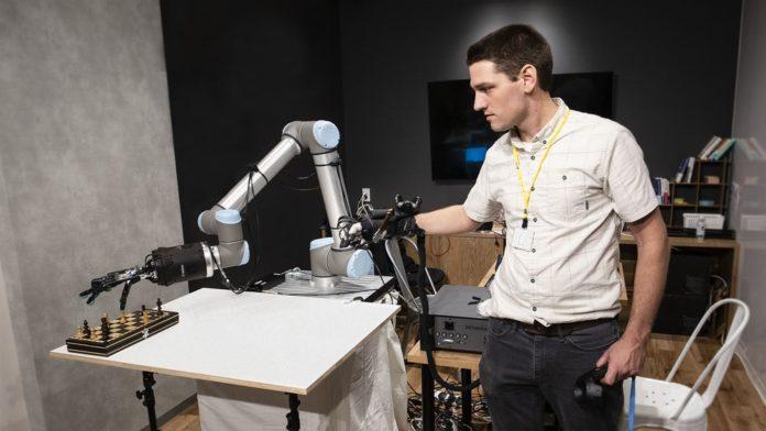 Amazon робототехническая рука